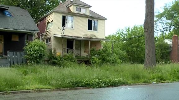 Detroit police board up abandoned homes to prevent killings
