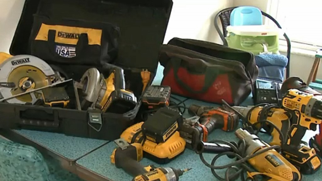 After seeing his stolen property being sold online, man sets up sting