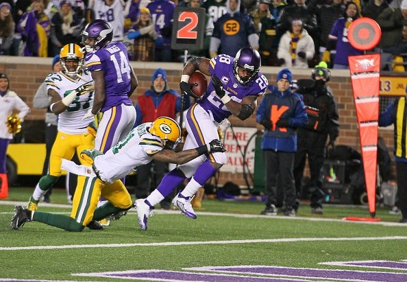 Rodgers, Packers beat Vikings 30-13 to even NFC North race