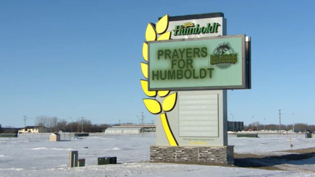 Hockey community grieves after deadly bus crash