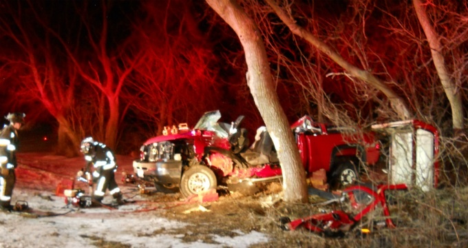 Cottage Grove man seriously injured in truck vs. tree crash