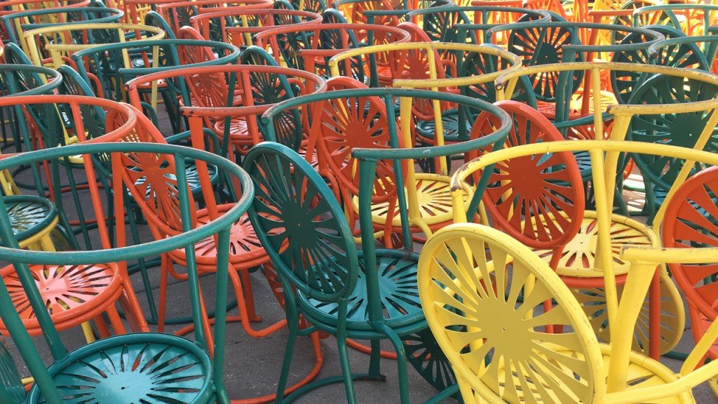 PHOTOS: Doo doo doo doo, Here comes the Sun(burst chairs)!