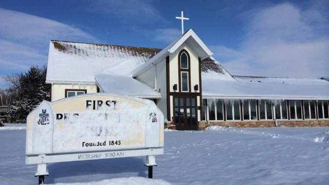 One Oregon church opens doors to another for Christmas
