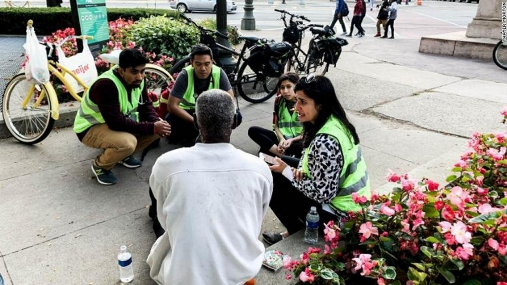 Medical students give free care to Detroit's homeless