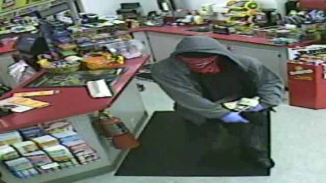 Monroe police look for armed convenience store robber