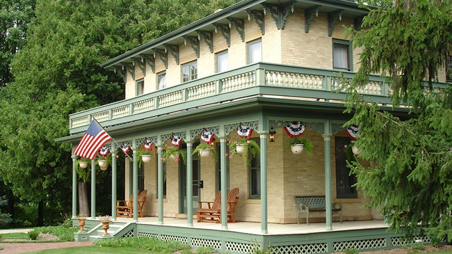 Best of the 'Burbs: Inn or Bed & Breakfast
