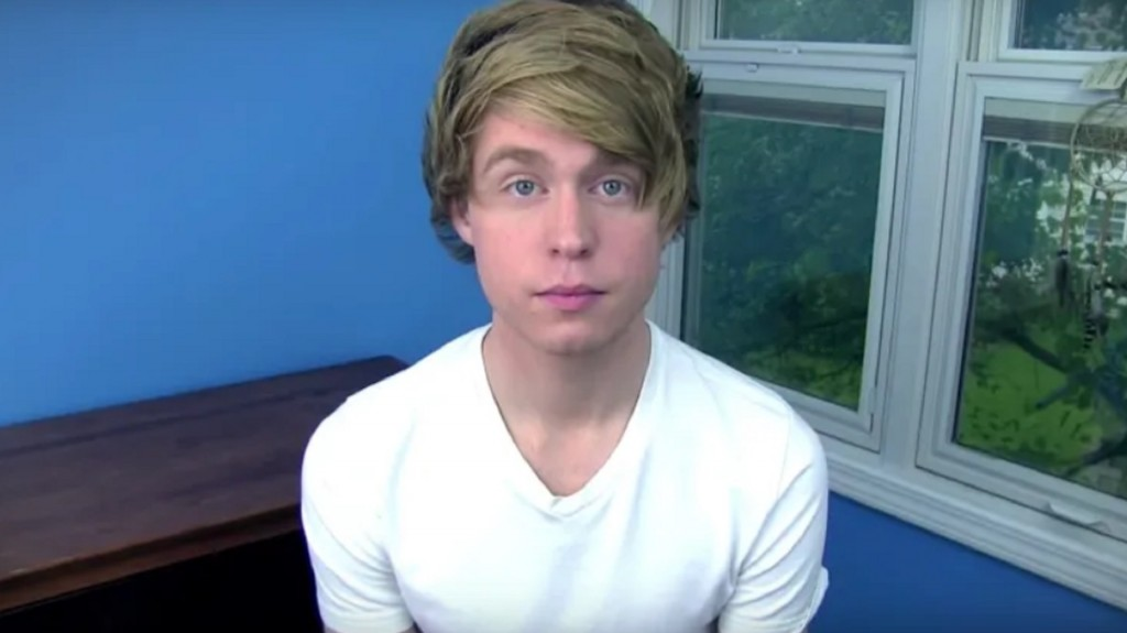 YouTube star pleads guilty to child porn charge