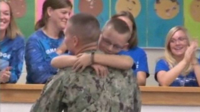 Navy lieutenant surprises kids on return home