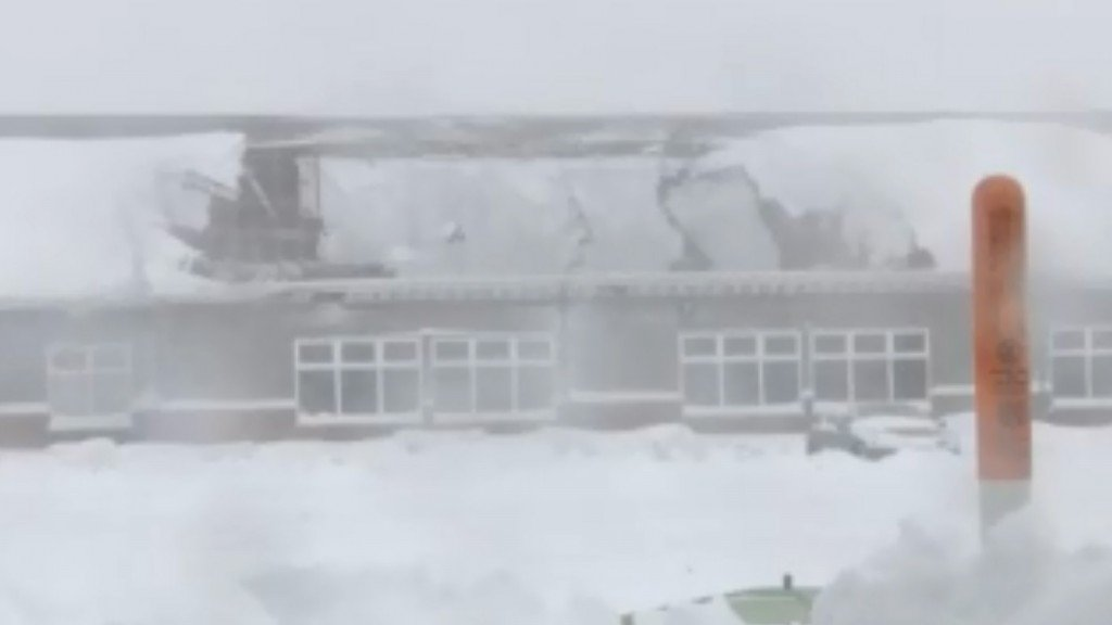 Hotel roof collapses in Wisconsin