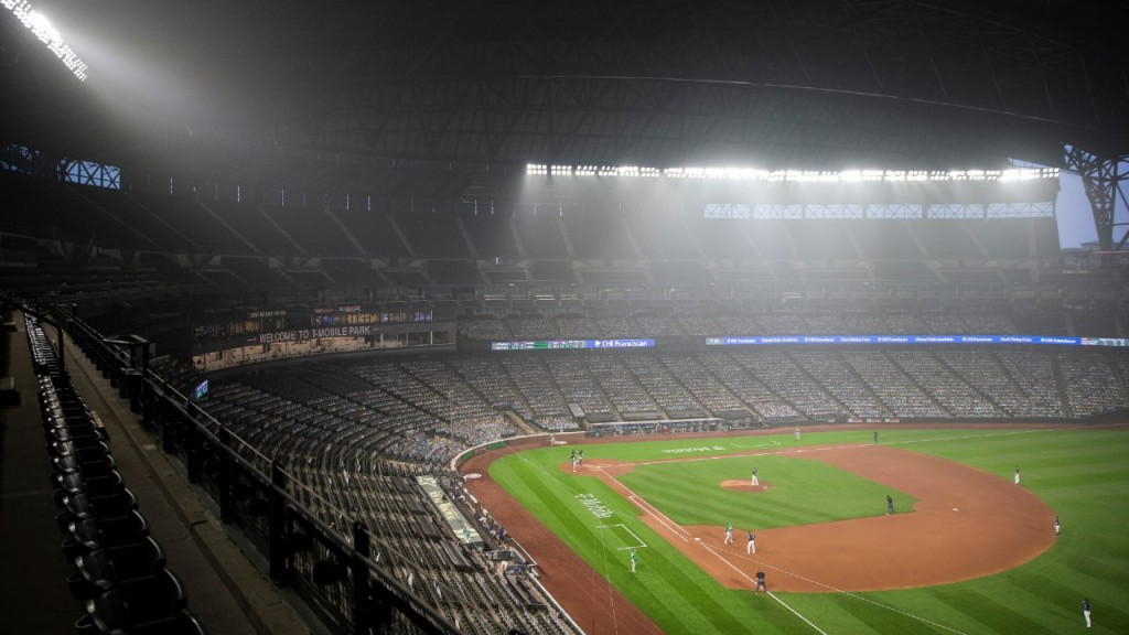 Wildfire Smoke Fills The Air In T Mobile Park During The Second Game Of A Doubleheader Between The Seattle Mariners And Oakland Athletics 1280