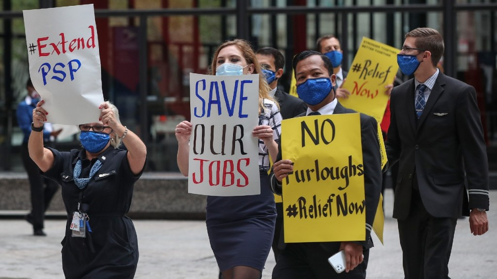 Airline Industry Workers Hold Signs During A Protest In Federal Plaza In Chicago Viacnn