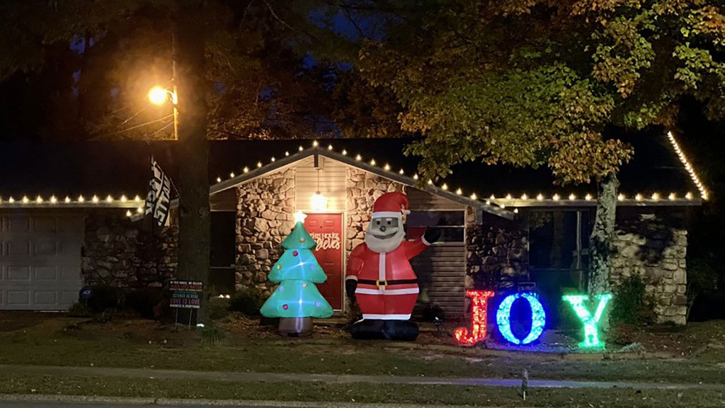 Chris Kennedy's Black Santa in his Arkansas yard.