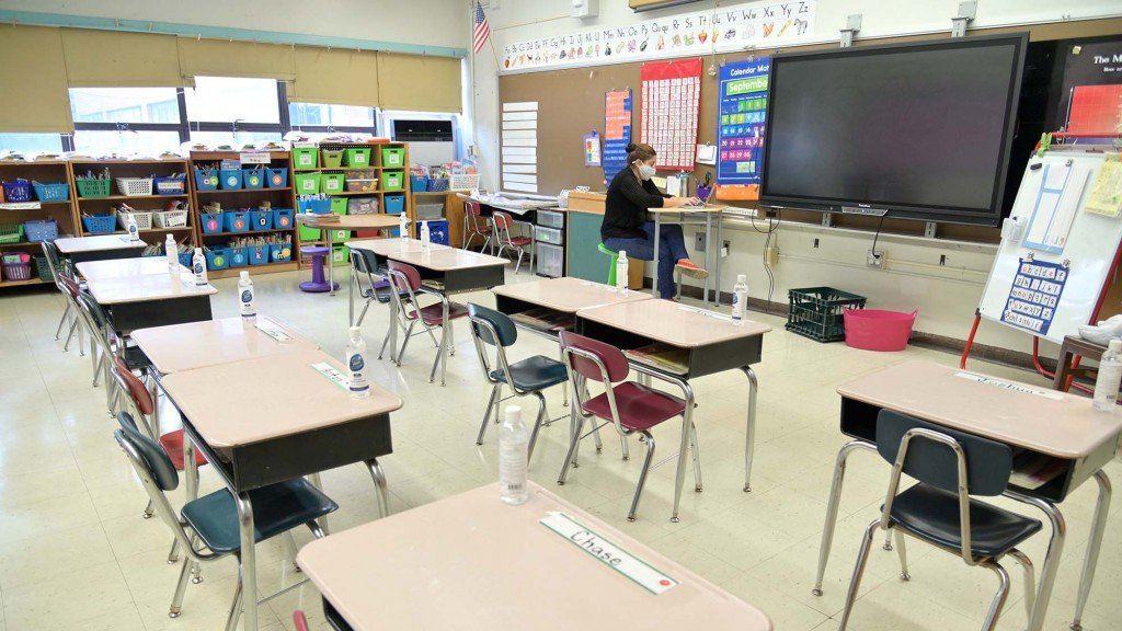 New York Teachers Conduct Remote Classes From School Building