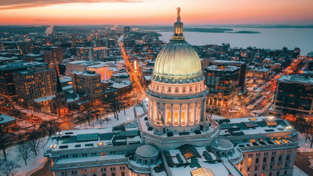 Photo of the Wisconsin capitol