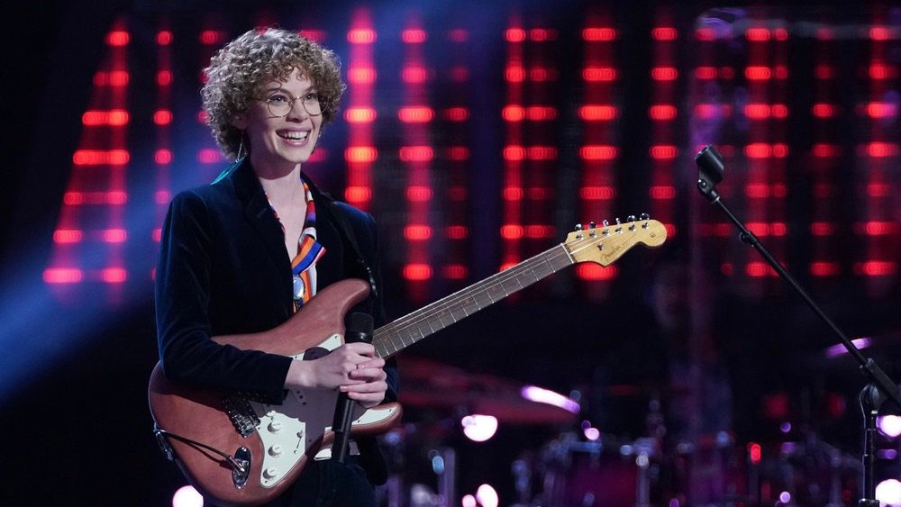Raine Stern holding a guitar on The Voice
