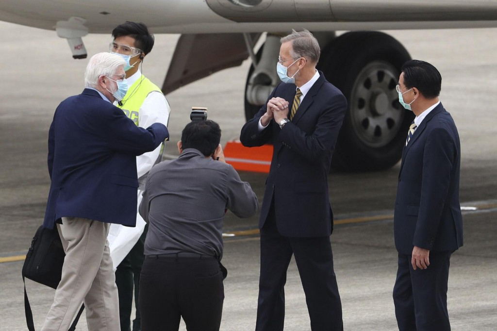 Ex Us Officials Visit Taiwan Amid China Tensions
