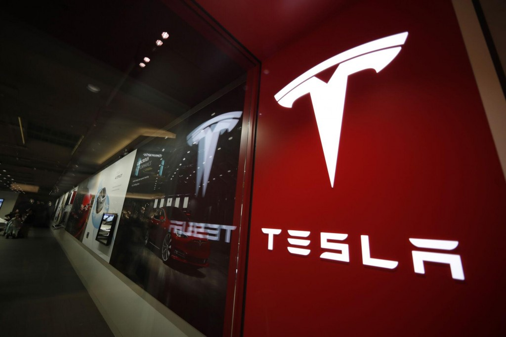 Us Sends Team To Probe Fatal Tesla Crash With No Driver