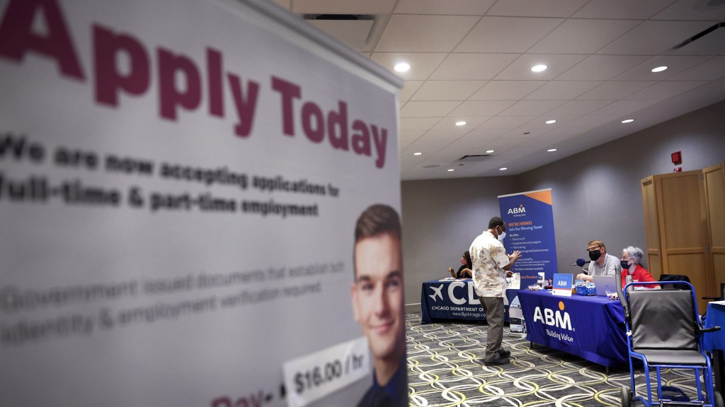 Chicago's O'hare Airport Holds Job Fair