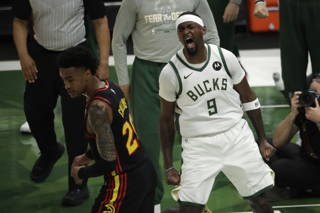 Without Giannis, Bucks Beat Hawks 123 112 For 3 2 Lead
