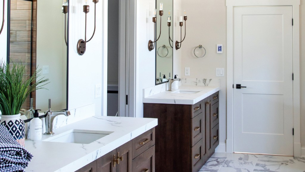 sinks and mirrors in the bathroom