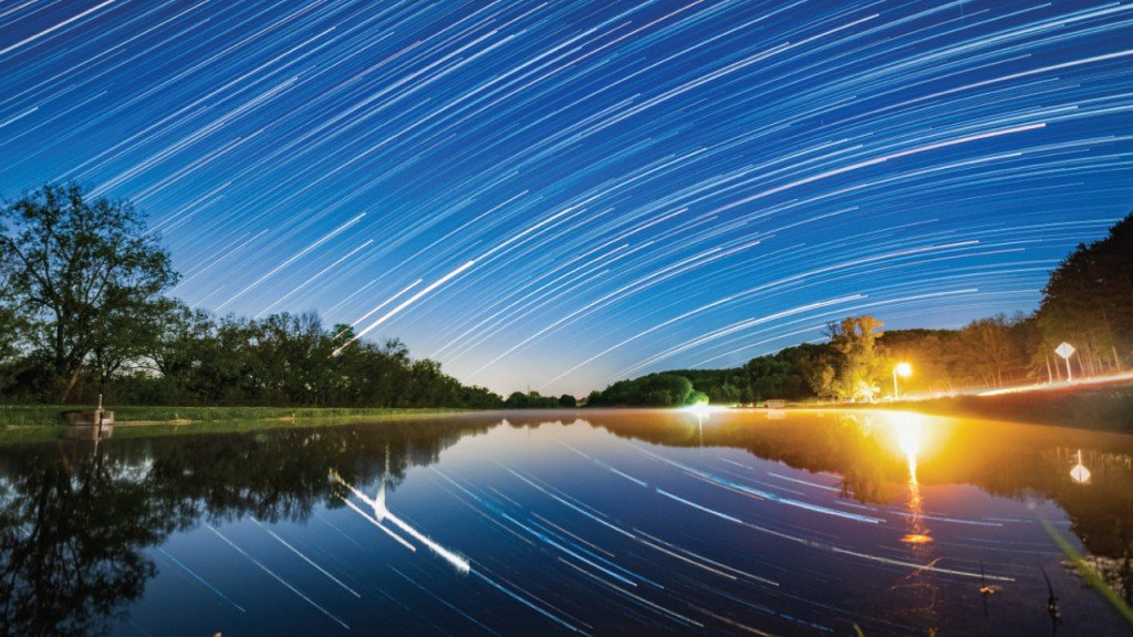 timelapse star photography over the water
