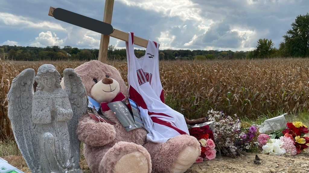 Memorial for students killed in a fiery Middleton crash