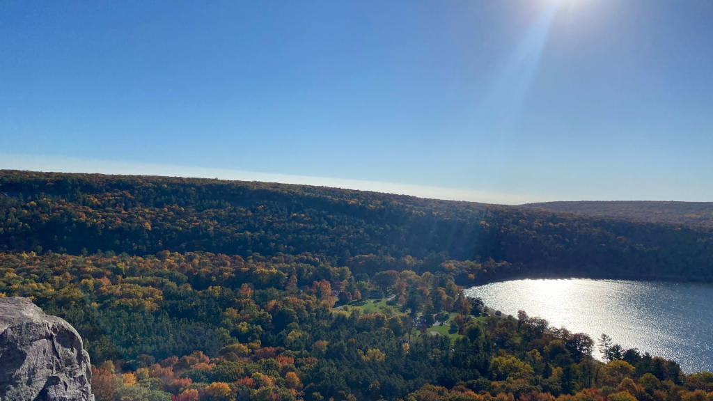 Colorful views of fall foliage at Devil's Lake State Park