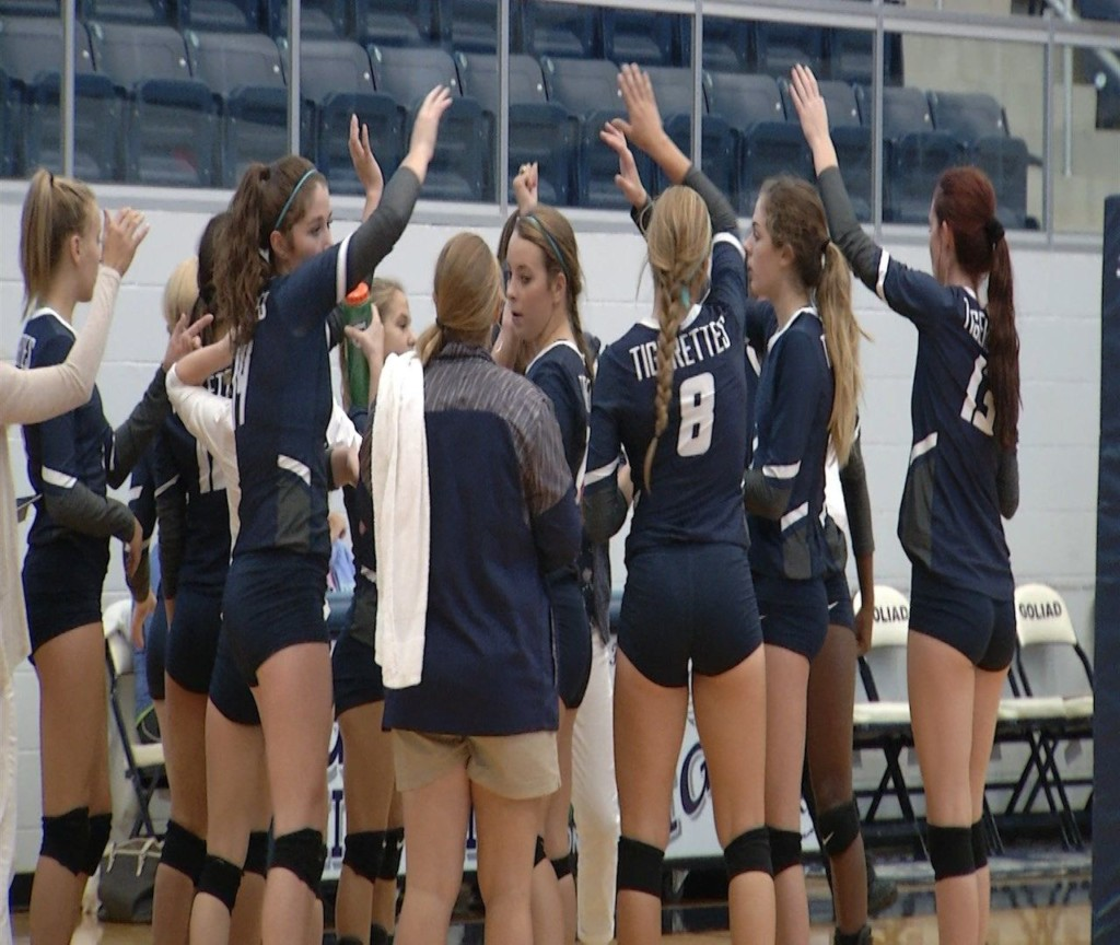 Goliad Volleyball Rolls Past Lytle in Playoff Opener