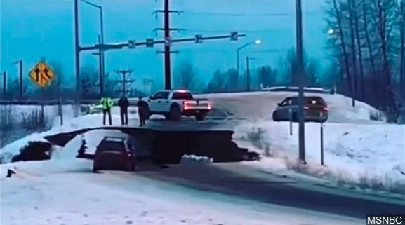7.0 earthquake hits Anchorage Alaska: residents say quake was worst in years