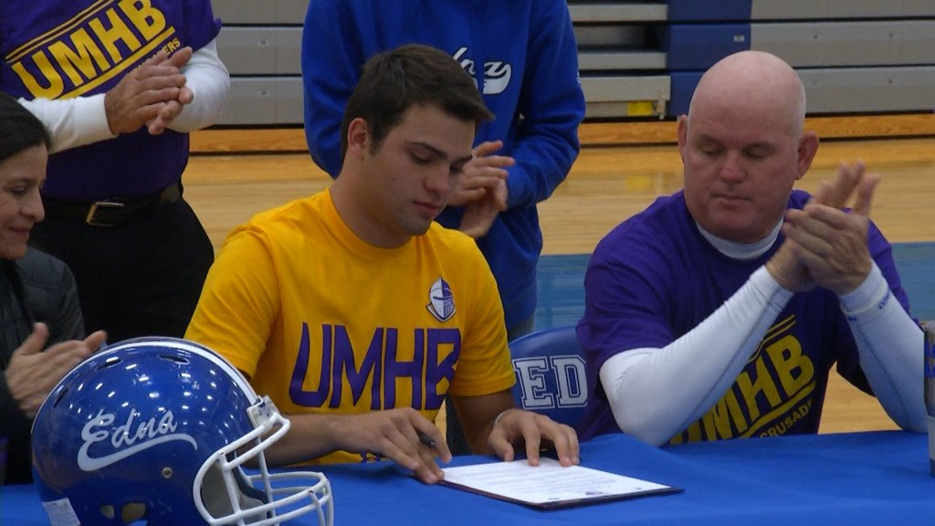Edna All-State Linebacker Signs With College