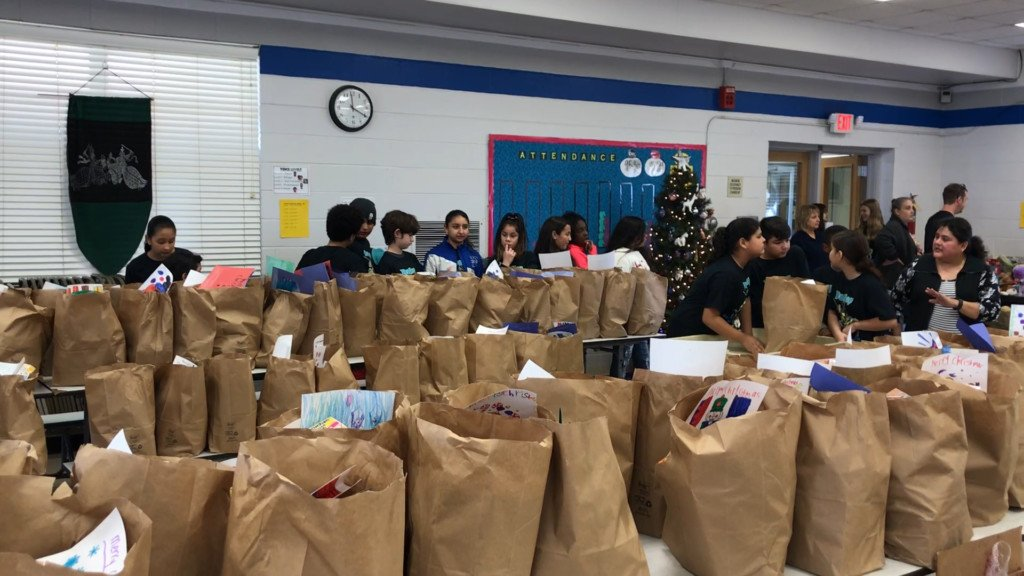 Dudley Elementary Spreads Holiday Cheer