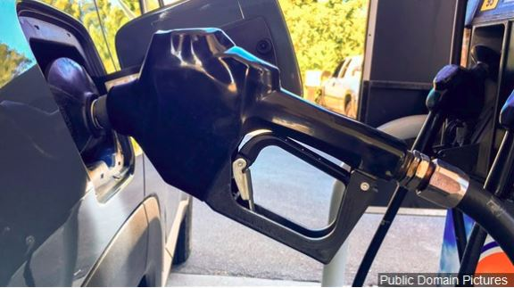 Energy agency predicts lower gasoline prices this summer