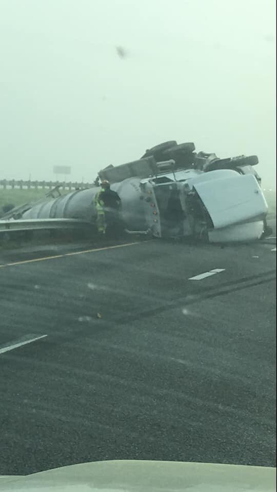 Traffic delays in northbound lanes of Hwy 59 after two tractor trailers crash