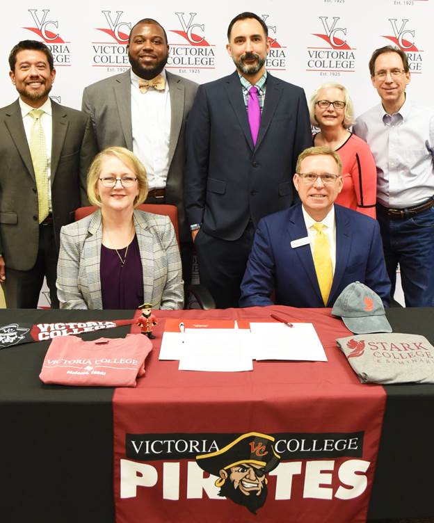 Victoria College signs transfer agreement with Stark College & Seminary