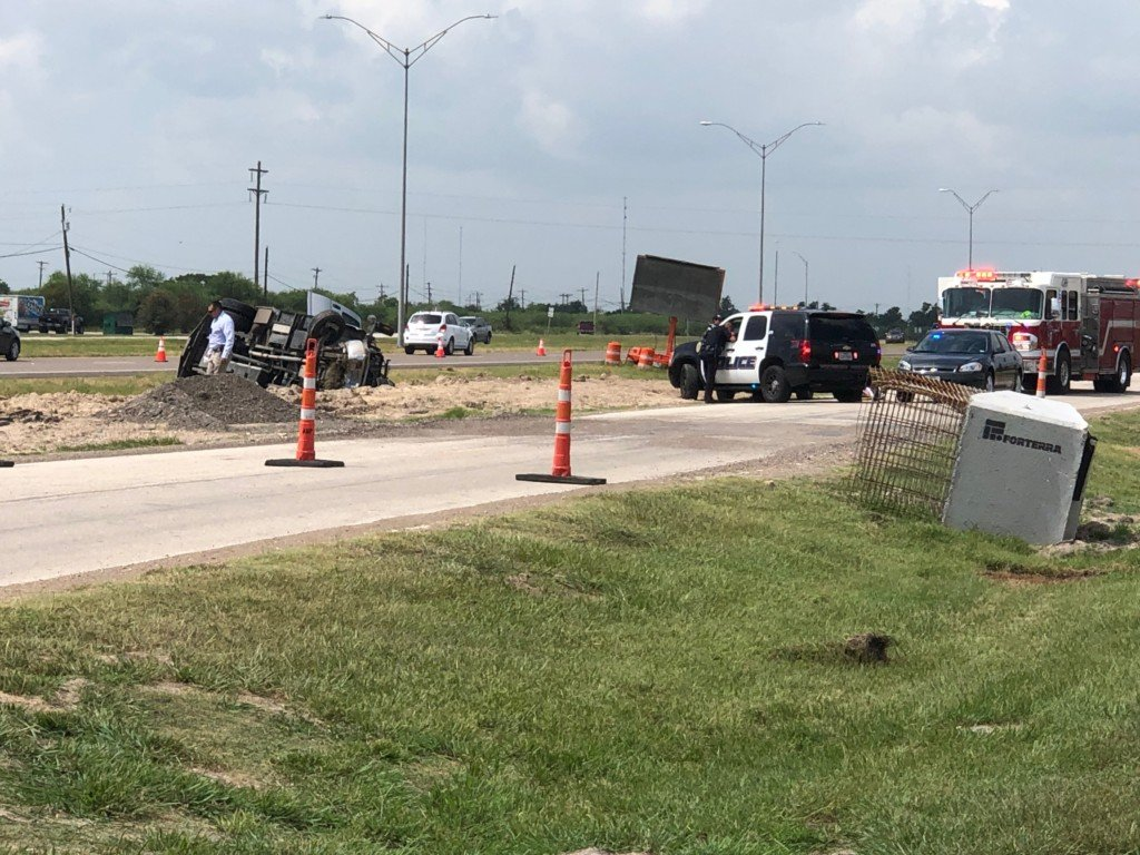 One vehicle rollover on US 59 leaves one dead