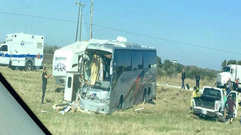Pickup truck and passenger bus crash on Hwy 59 near Ganedo