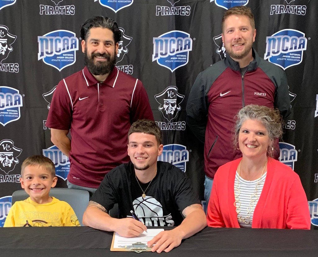 Victoria College Men's Basketball Signs Guard