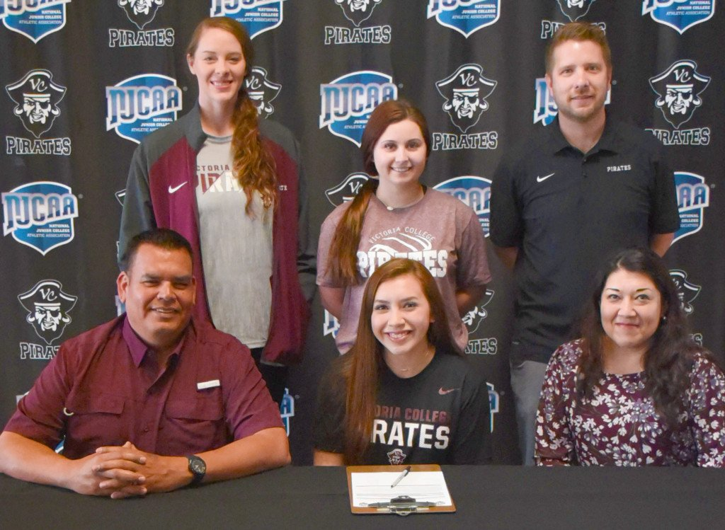 VC Signs Los Fresnos Volleyball Star