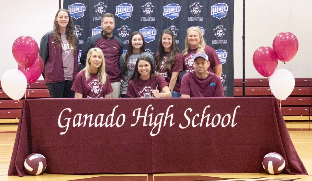 Ganado volleyball star signs with Victoria College