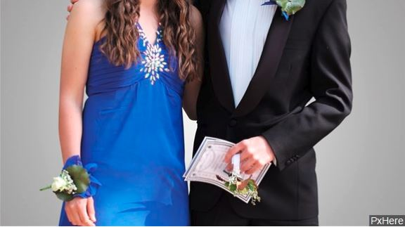 Texas teens bound for prom helped by couple