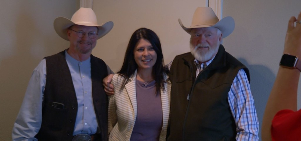 Country star Red Steagall meets with friends, fans before charity concert