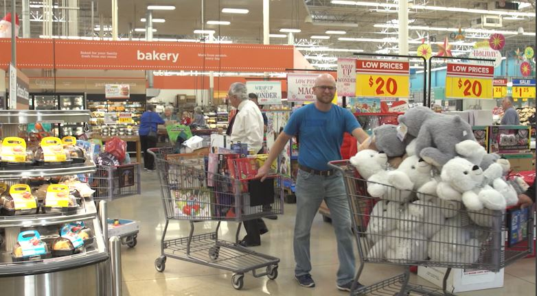 HEB Plus Kicks off Toys for Tots 2018