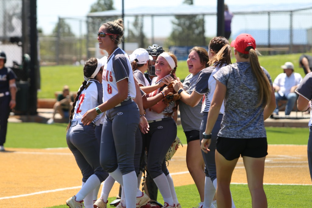 UHV Softball Players Earn National Honors 5-29