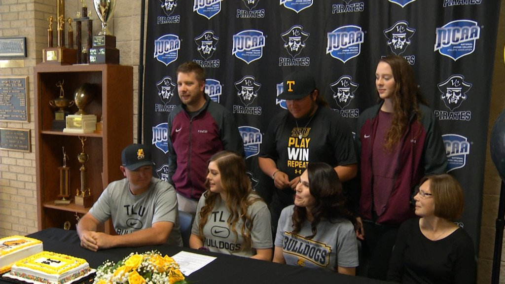 College Signings At West, VC, Edna 5-15