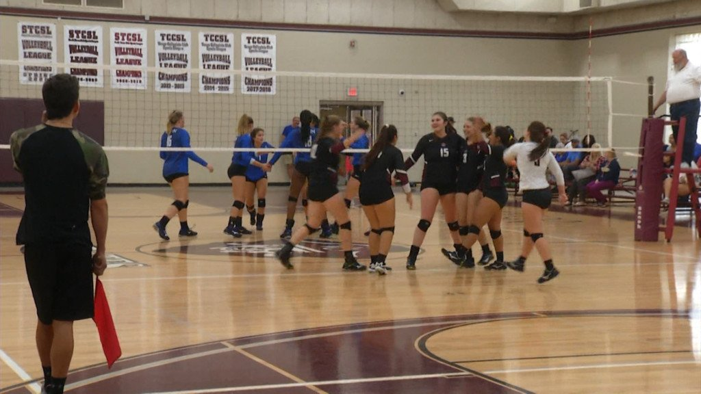 Victoria College Volleyball Gets League Win