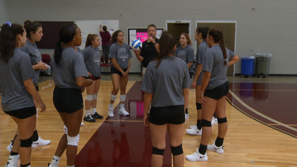 Victoria College Volleyball Gets Road Win