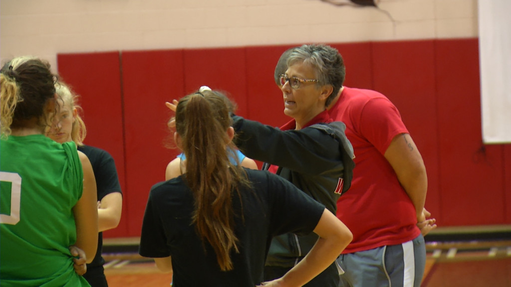 West Volleyball Clinches District Title