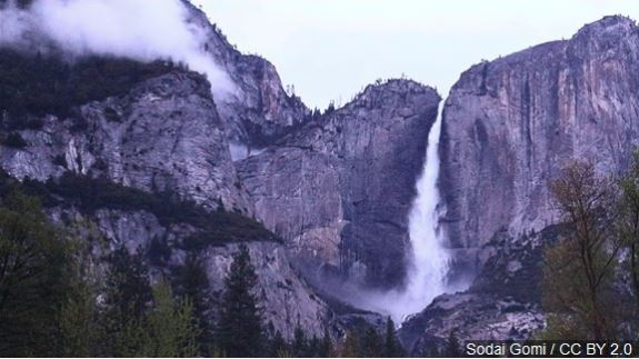 Visitor dies at Yosemite National Park during shutdown
