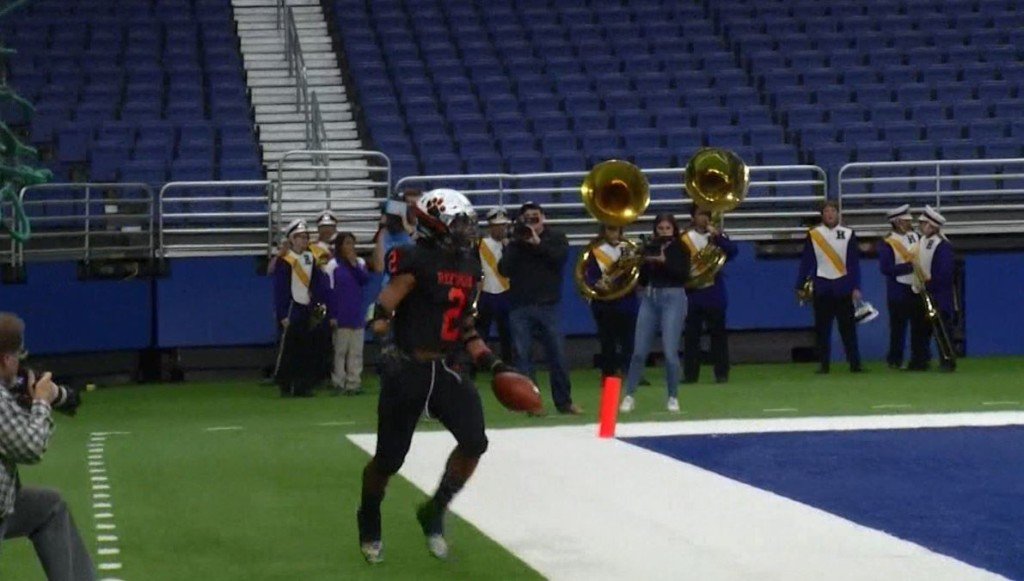 Two Refugio football standouts are being recruited by Texas colleges