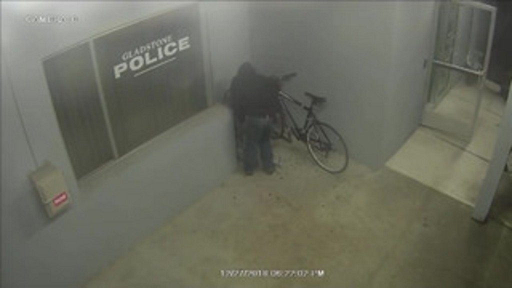 Suspect tries to steal bike from Oregon police station